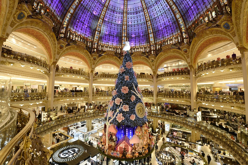 christmas tree in paris