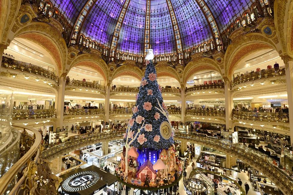 christmas tree in paris