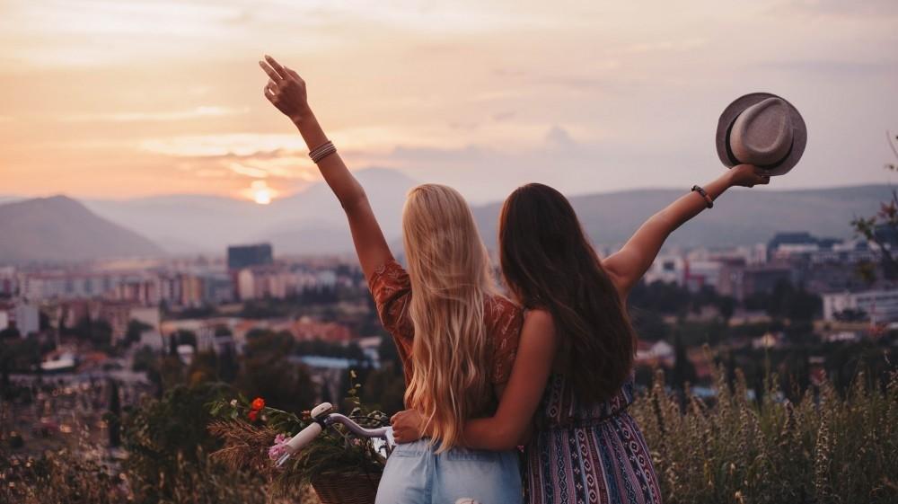 happiness arount travelling