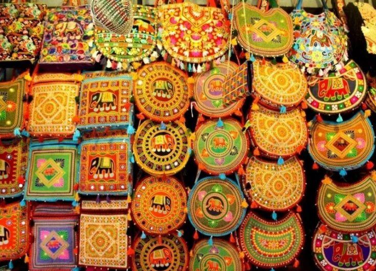 colorful-handcrafts-bags-at-the-bapu-bazar